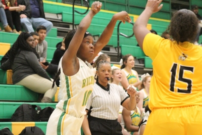 McDougald, Swiney each drop 11 points as Richmond stings Forest Hills 50-33