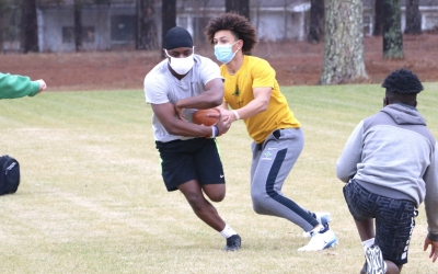 Raiders return to outdoor workouts 1 month ahead of season